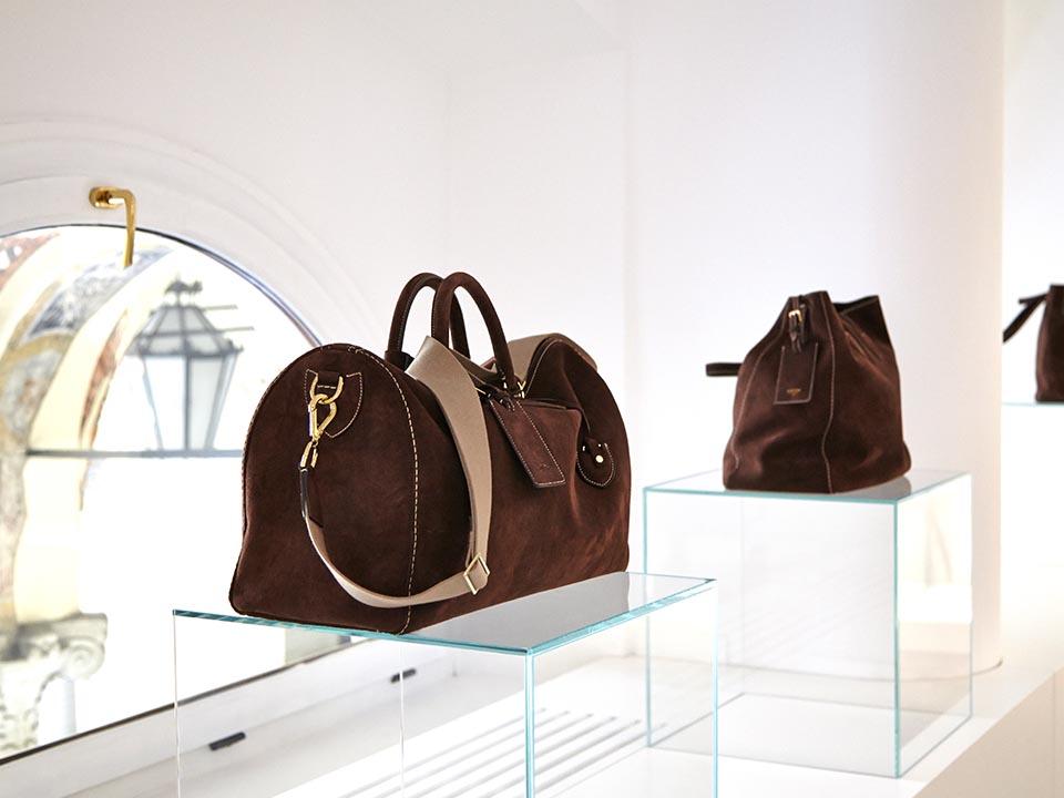 Bertoni 1949 inaugura il suo primo Showroom a Milano