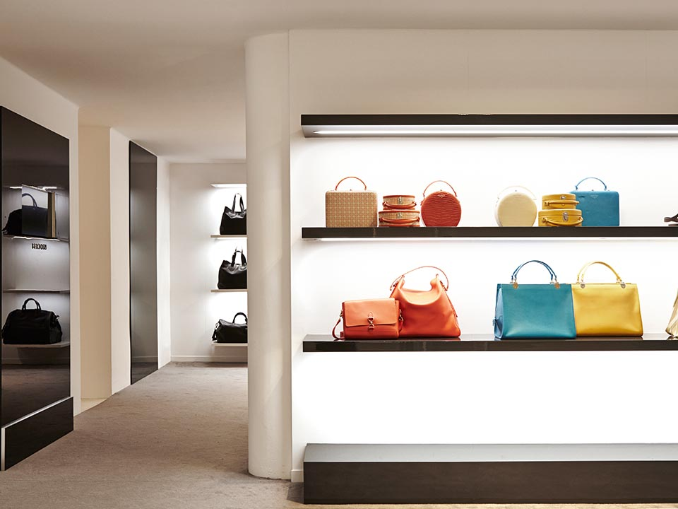 Bertoni 1949 opens its first Showroom in Milan