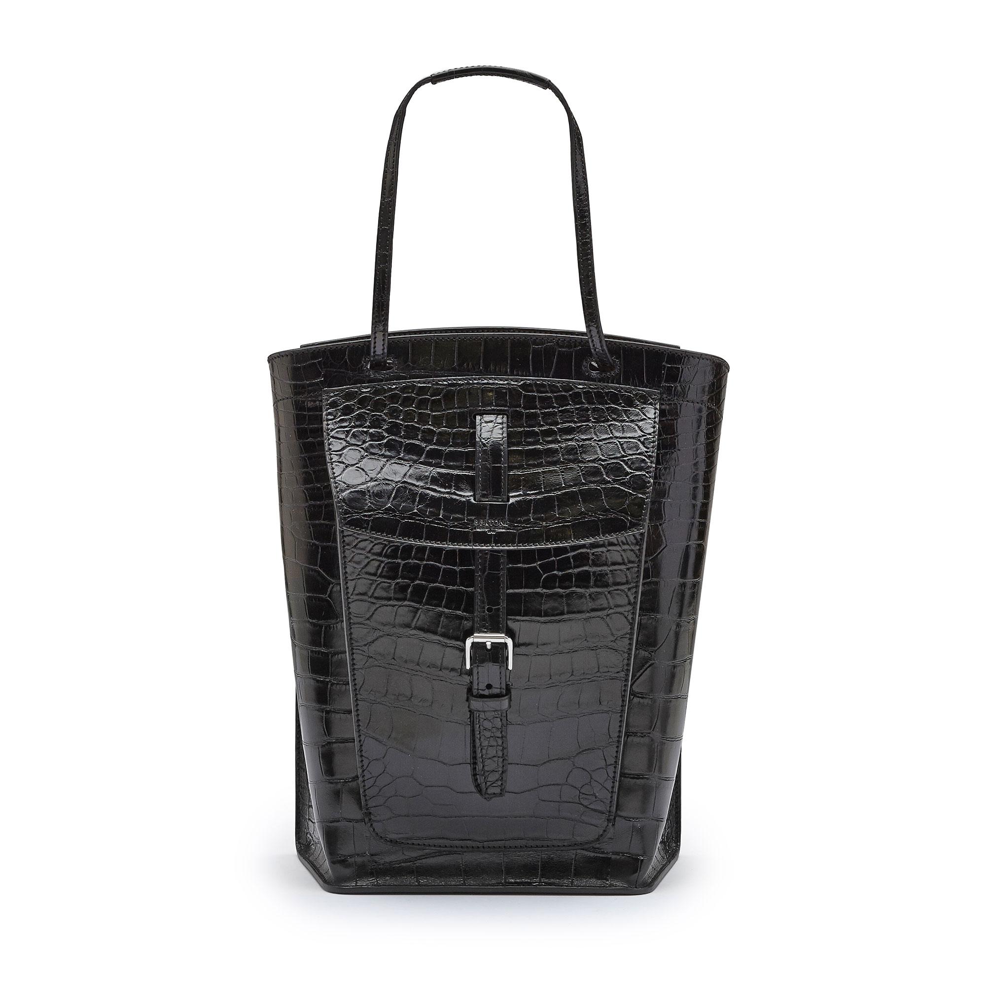 The black alligator Arizona bucket bag by Bertoni 1949 01