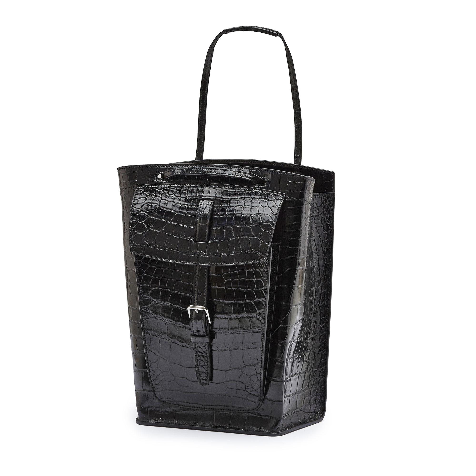 The black alligator Arizona bucket bag by Bertoni 1949 02