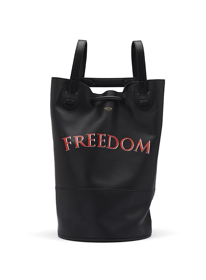 The black freedom french calf Marine Sac by Bertoni 1949