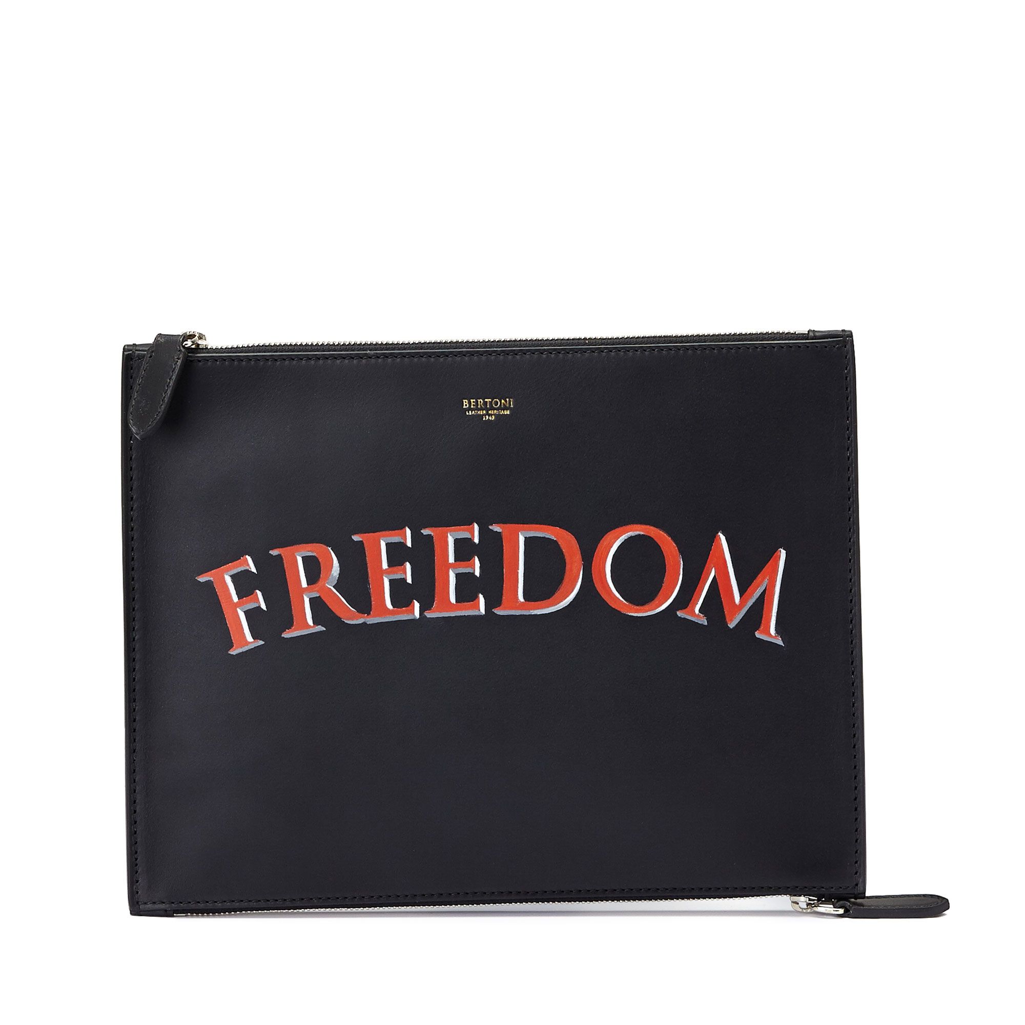 The black freedom french calf Zip Pouch by Bertoni 1949 01