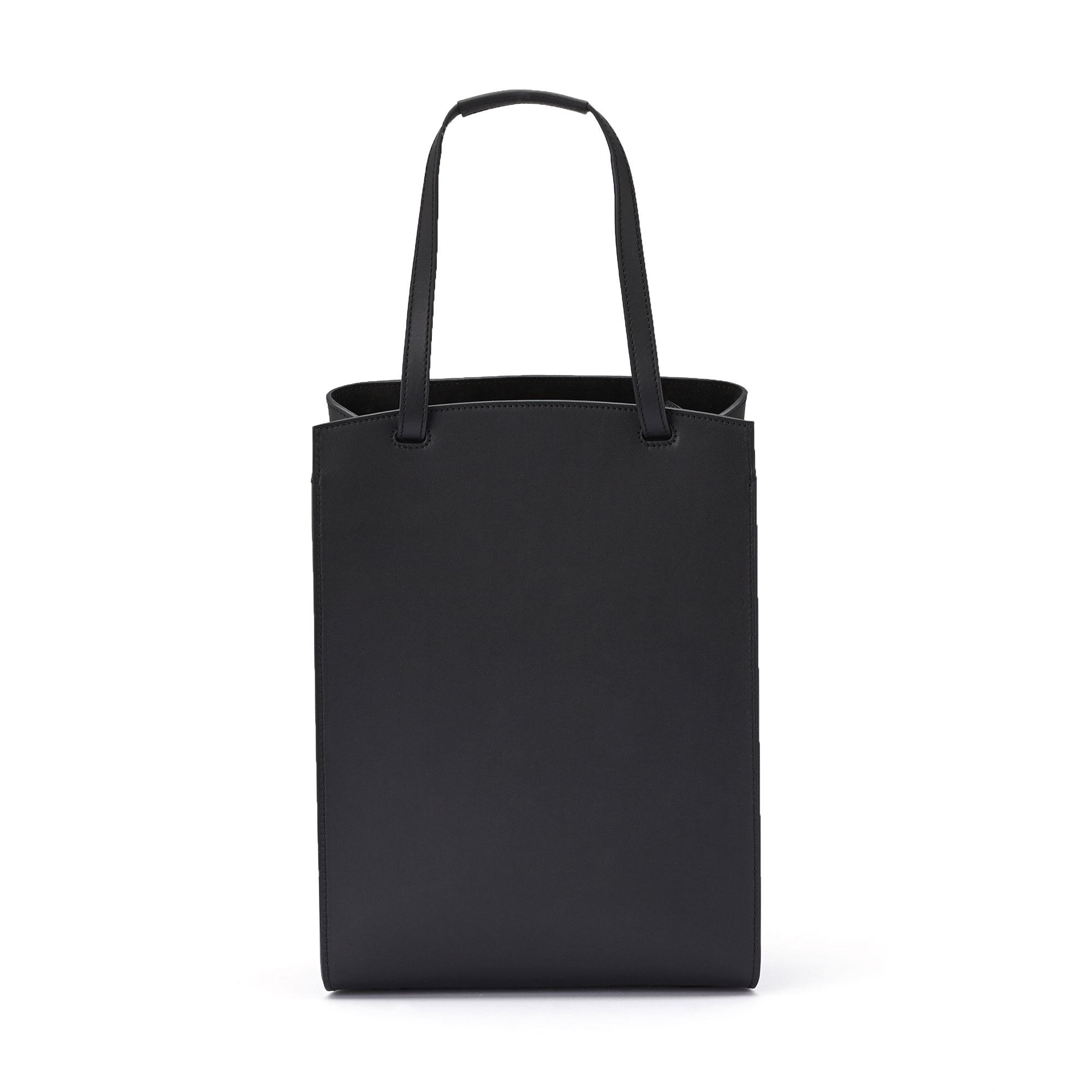 The black french calf, wood leather Arizona bucket bag by Bertoni 1949 04