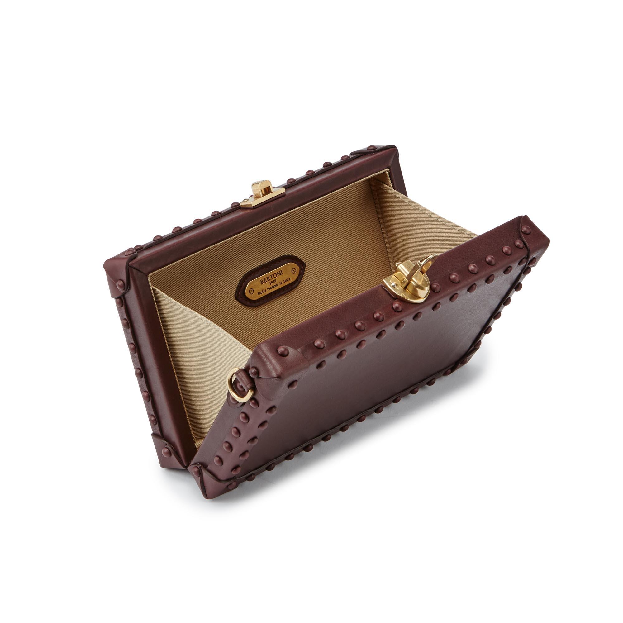 Box-Bertoncina-bordeaux-studded-french-calf-bag-Bertoni-1949_03