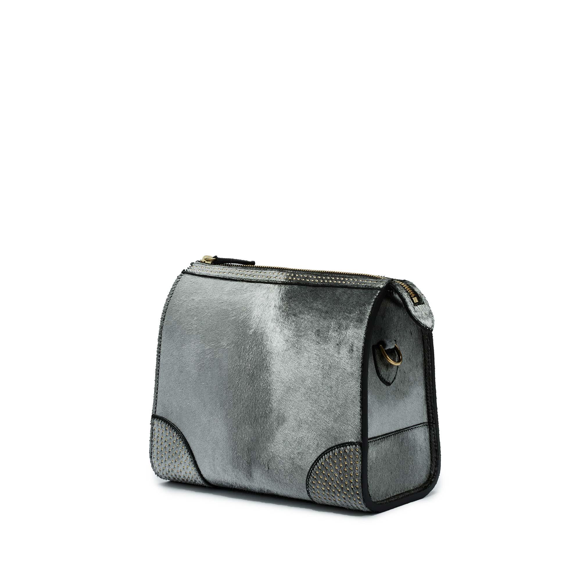 Darcy-Crossbody-silver-haircalf-bag-Bertoni-1949_01