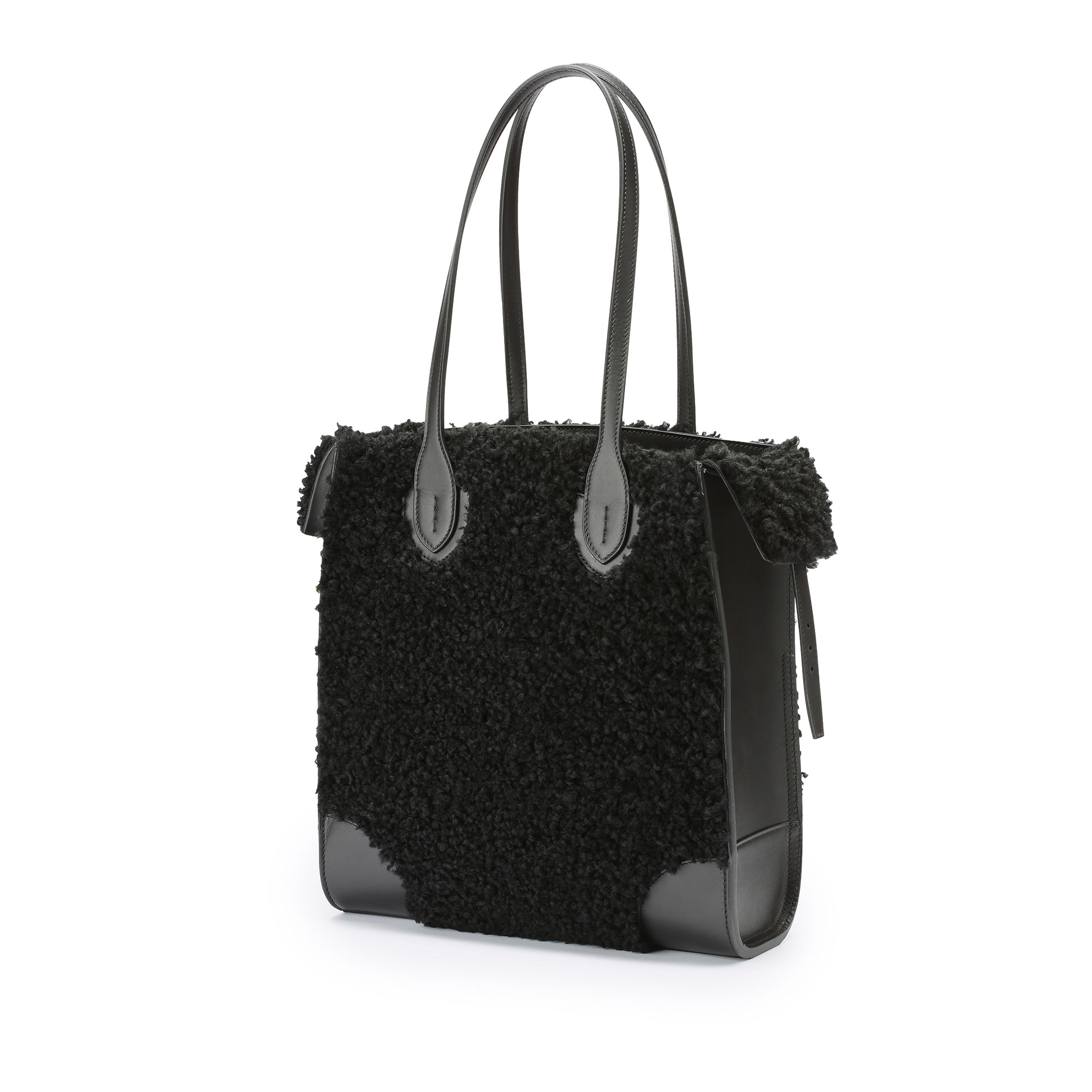 Darcy-Tote-black-shearling-bag-Bertoni-1949_02
