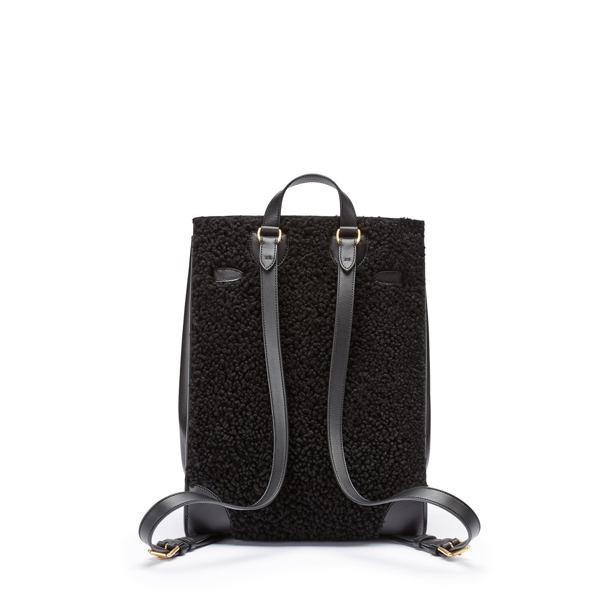 Julia-black-shearling-backpack-Bertoni-1949_02