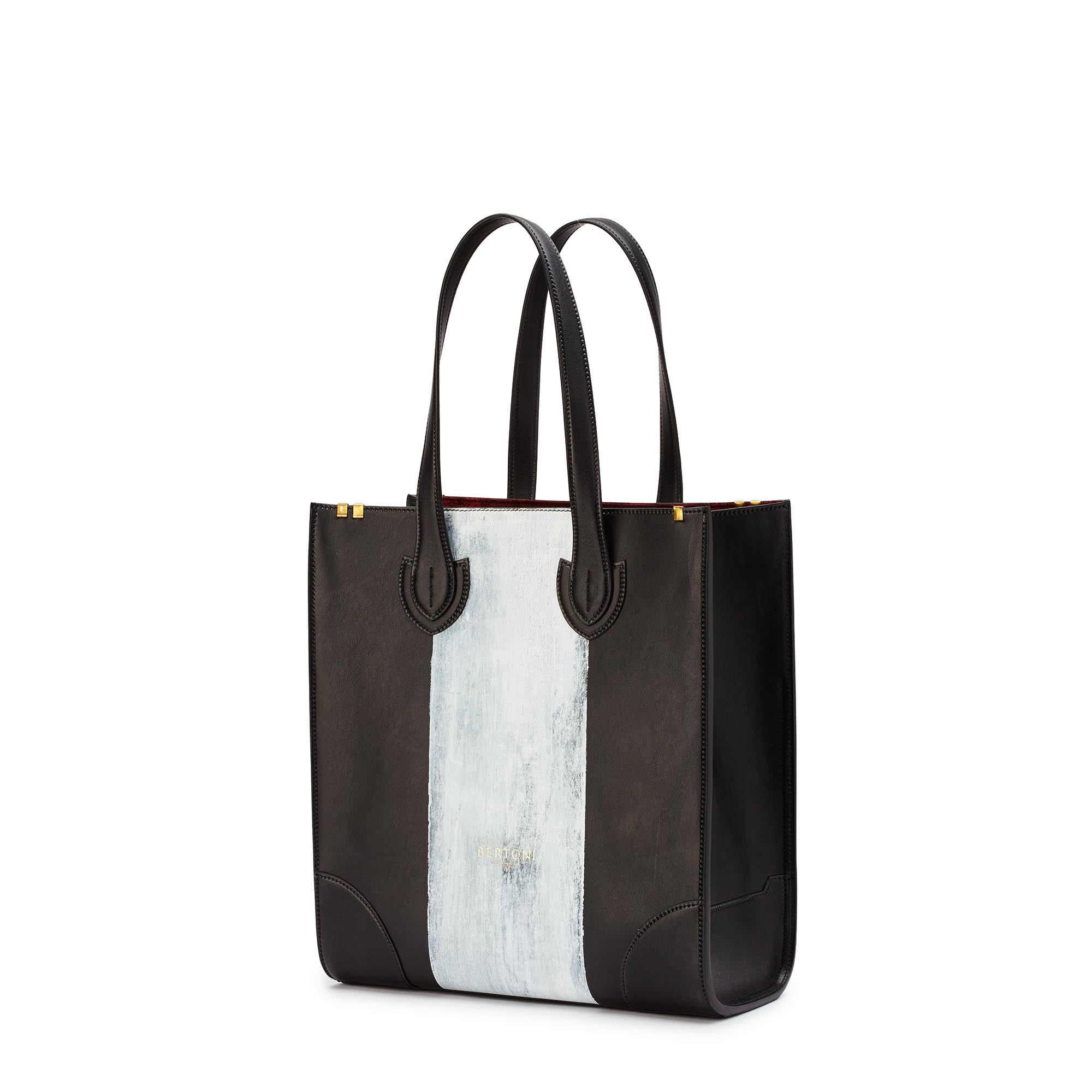 Signature-Tote-black-rock-calf-bag-Bertoni-1949_02