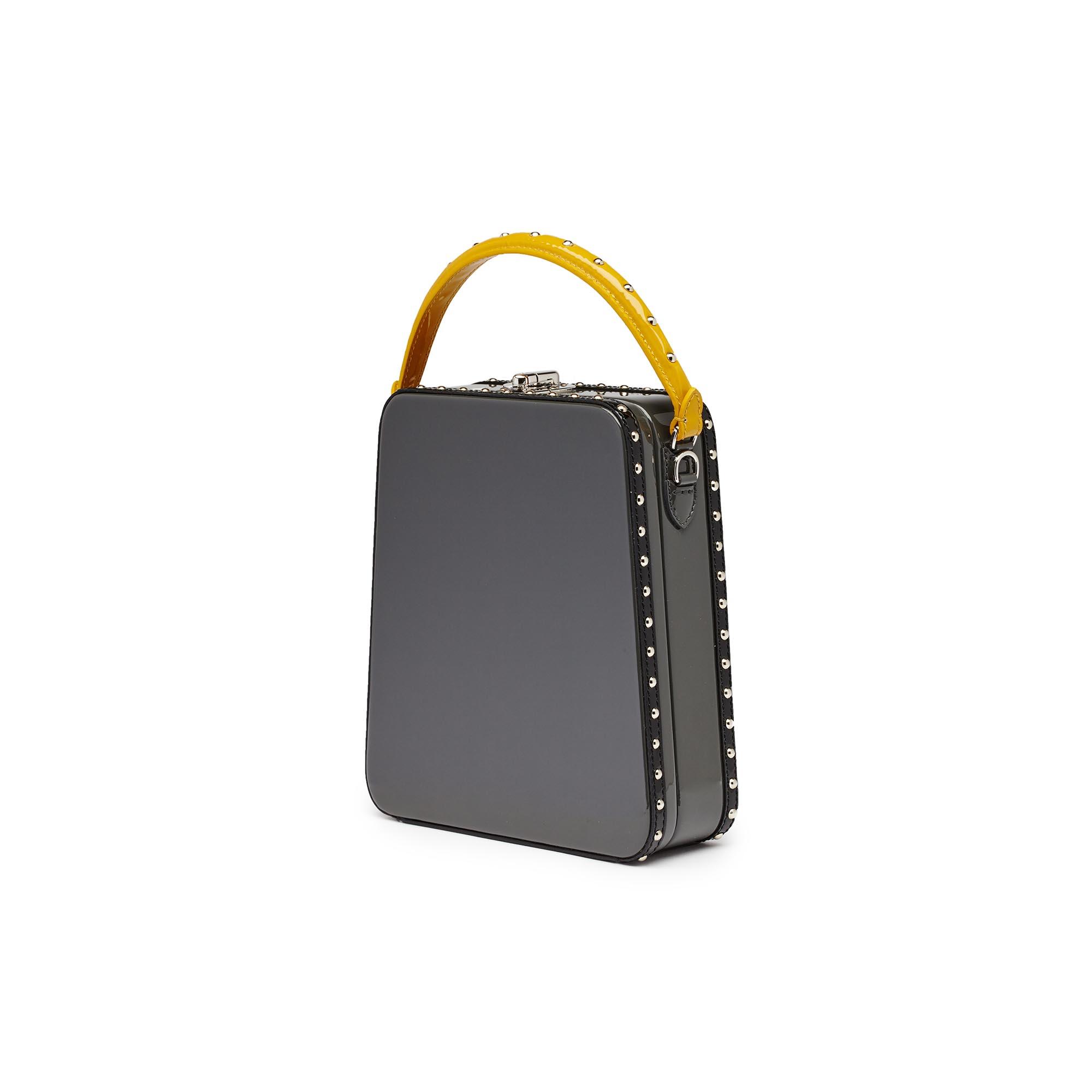 Tall-Bertoncina-gray-patent-leather-bag-Bertoni-1949_02