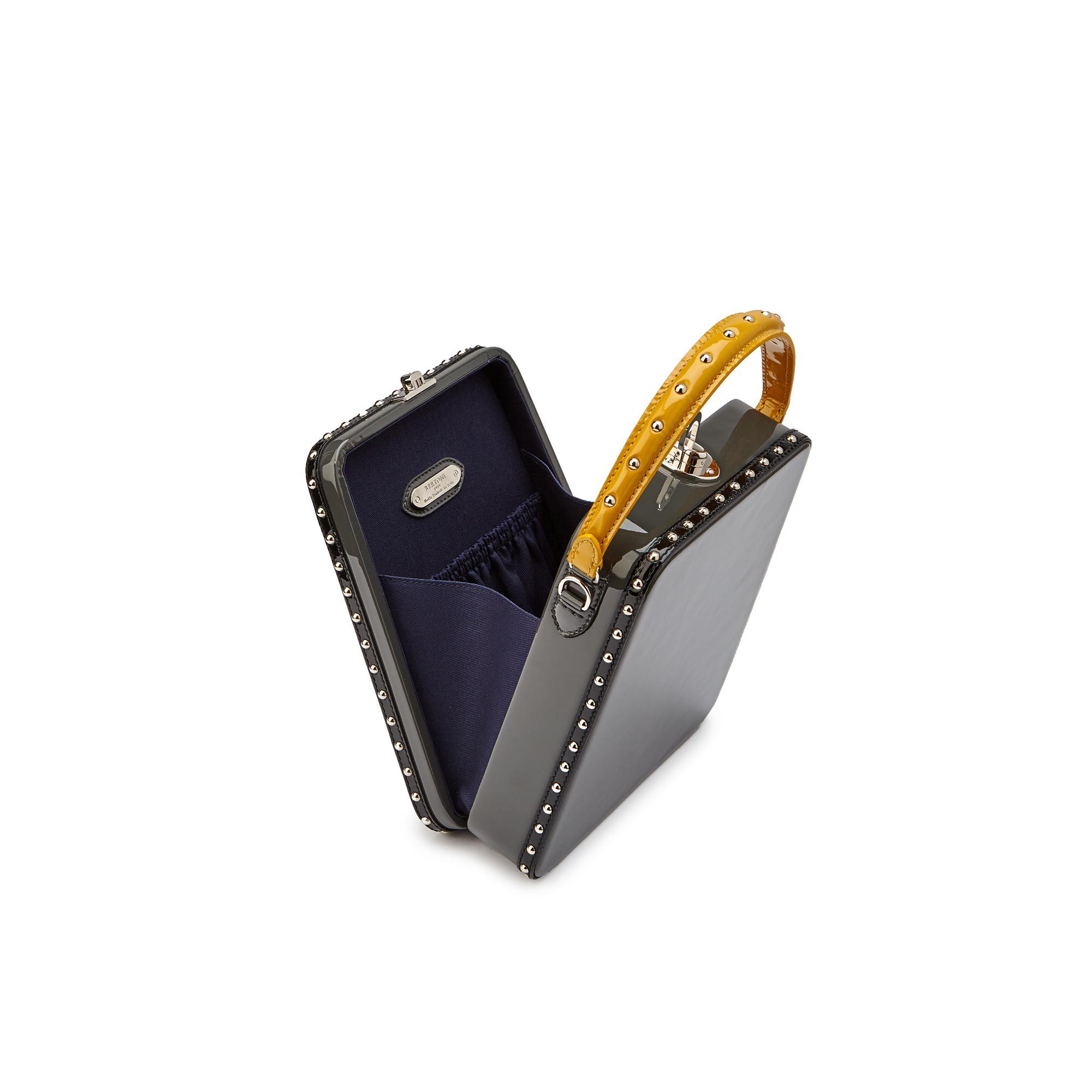 Tall-Bertoncina-gray-patent-leather-bag-Bertoni-1949_03